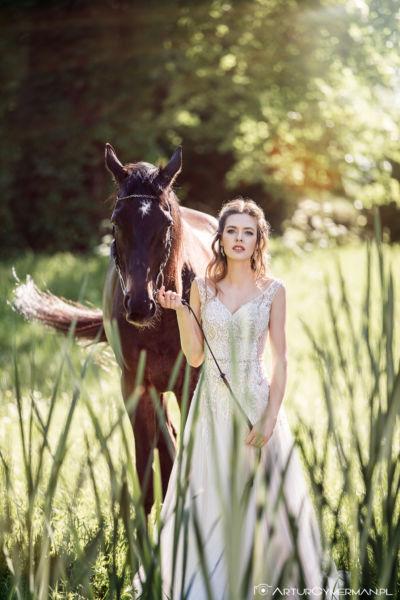 Magazyn Moda Ślub – Ślubna sesja z koniem w Pałacu Alexandrinum